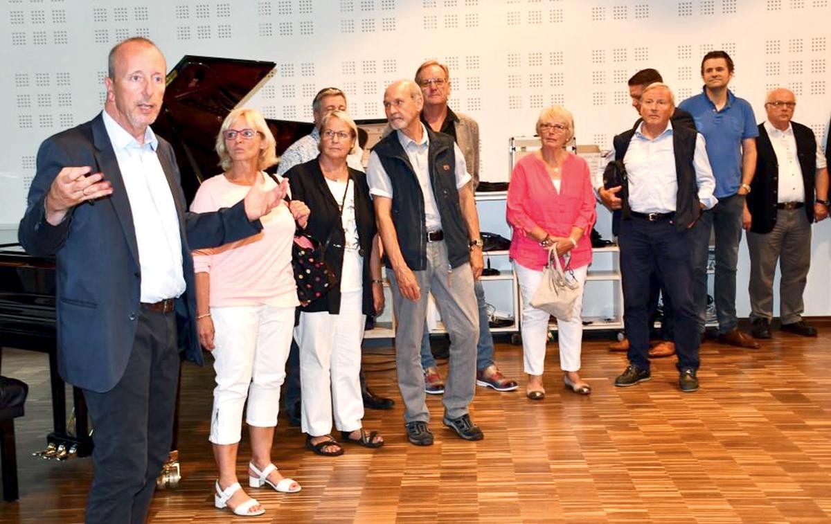 Das professionelle Tonstudio wurde während des Rundgangs durch die Akademie präsentiert.
