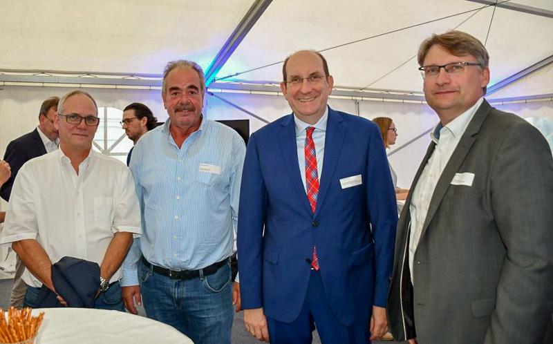 Gemeinsam verlebten (v. l.) Andreas Heinemann (Buttmann GmbH), Hanns-Bernd de Wall (Hofbrauhaus Wolters), Matthias Wunderling-Weilbier (Landesbeauftragter) und Dr. Frank Fabian (Allianz für die Region) einen angenehmen Abend.
