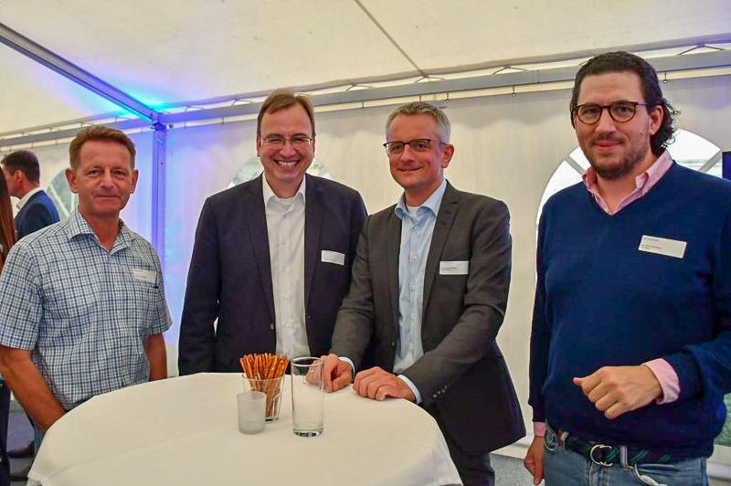 Am Tisch tauschten sich (v. l.) Professor Dr. Bernd Müller (Ostfalia Hochschule), Volker Wegmann und Bernhard Motzkus (SQR Rechtsanwälte) sowie Moritz Birkelbach (MIT) über die Inhalte des MIT-Forums aus.