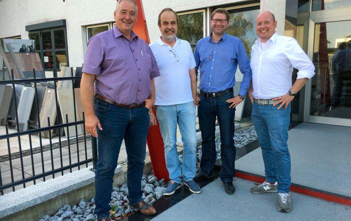 Im Gespräch mit Frank Steffen ((2.v.l.): v.l.n.r.: Landtagsabgeordneter Frank Oesterhelweg, Bürgermeister Marco Kelb und MIT-Vorsitzender Holger Bormann